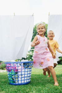 kids-running-around-clothesline-laundry-sheets